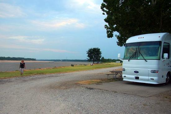 Tom Sawyer's RV Park: View from a site on the river