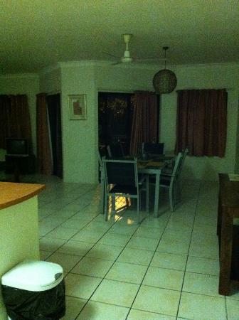 Bohemia Resort: Dining table