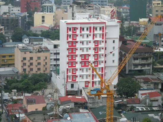 Red Planet Makati, Manila: Tune Hotel Makati (Building in Progress)