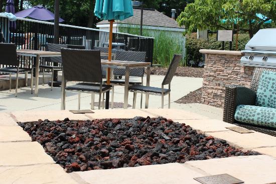 Etonnant Sonesta ES Suites Cincinnati   Blue Ash: More Seating Around Pool/patio