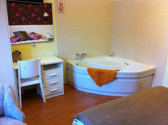 Hostal Gran Vía 63 Rooms: Habitacion con Jacuzzi