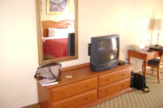 Country Inn & Suites By Carlson, Nashville Airport East : Only drawback is still no flat screens
