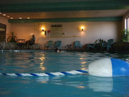 MCM Elegante Suites: Pool
