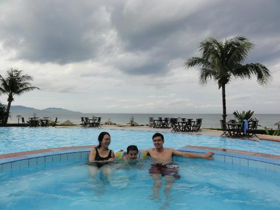 Centara Sandy Beach Resort Danang Swimming Fool