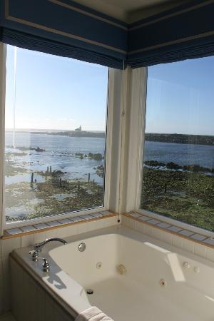 Lighthouse Bed and Breakfast: View from the Gray Whale Room