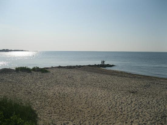 Inn on the Sound: Beach across from the Inn