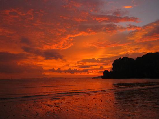 Railay strand: After the sun set, the sky just kept developing into a beautiful orange