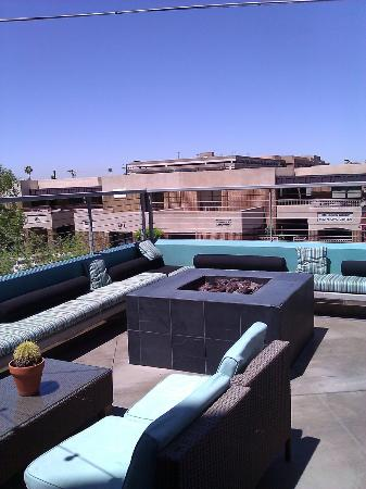 Hotel Indigo Scottsdale: View of the Fire Pit and Seating on the Patio
