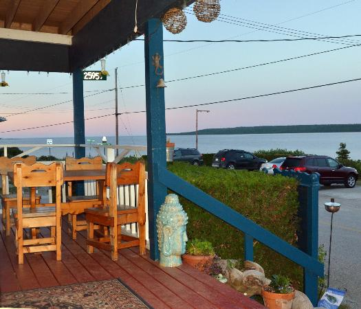 Meldrum Bay Inn Restaurant: This is the view from the front deck of the restaurant
