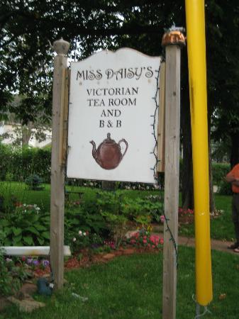 Miss Daisy's Victorian Tea Room: Sign