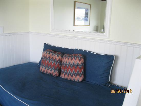 Tomales Bay Resort: extra sleeping space (room 13)..room 11 has a mini kitchen in this space