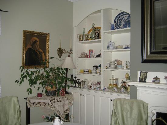 Miss Daisy's Victorian Tea Room: Interior