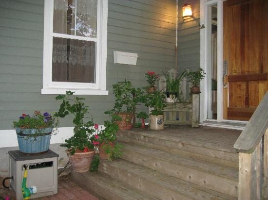 Miss Daisy's Victorian Tea Room: Outside