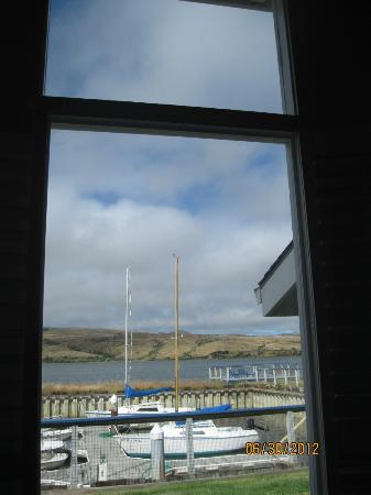 Tomales Bay Resort: living room