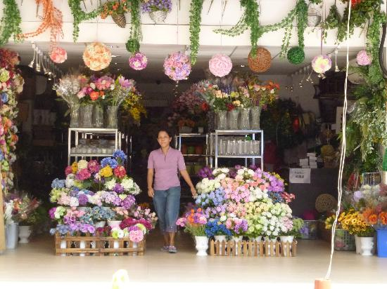 A larger flower shop picture of flower market road hong kong flower market road a larger flower shop mightylinksfo