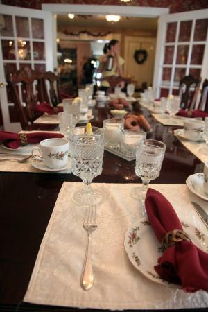 Inn Victoria: Morning Table Setting