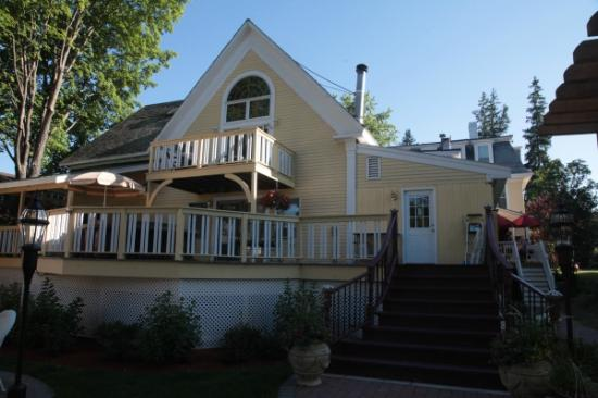 Inn Victoria: New Deck and Whirlpool