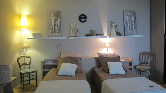 UnE VuE SuR CouR : Our cosy and spacious room
