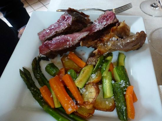 Castello di Serralunga d'Alba: Beef steak and roasted vegetables