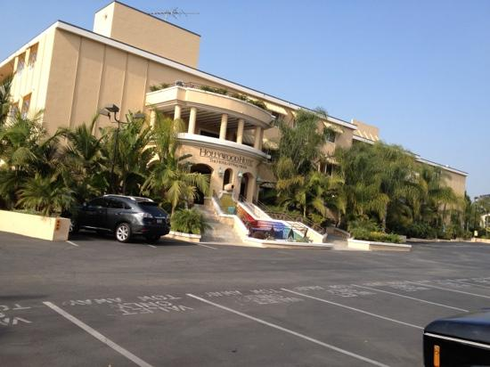 Hollywood Hotel : back of hotel park your own car