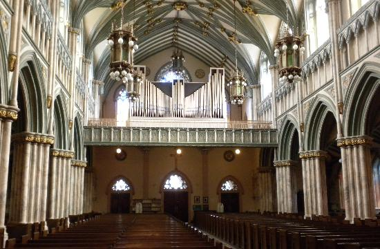 St. Dunstan's Basilica : a shot looking toward the back - notice the organ pipes above
