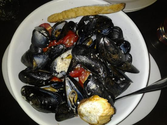 Jimmy's Bar & Oven: mussels in garlic sauce