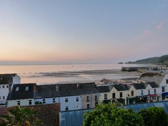 Cliff House Guest House: View from the Gower suite across to the harbour
