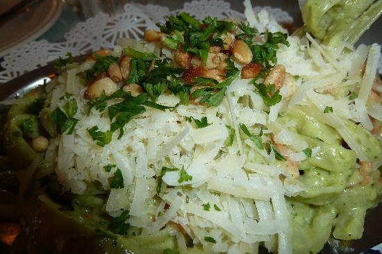 Matterson House : Spinach fettucine with shrimp in pesto