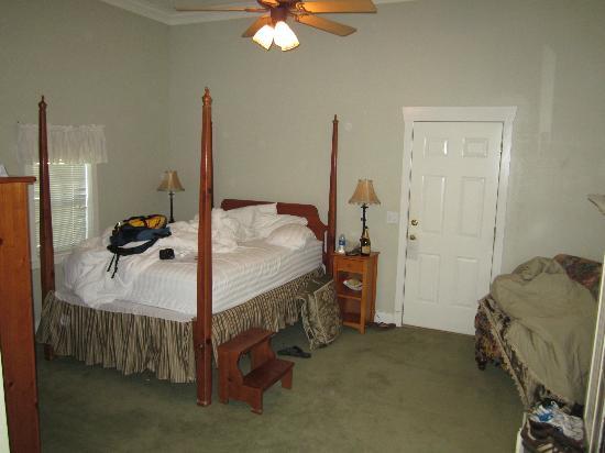 Landmark Inn and Suites : bed room