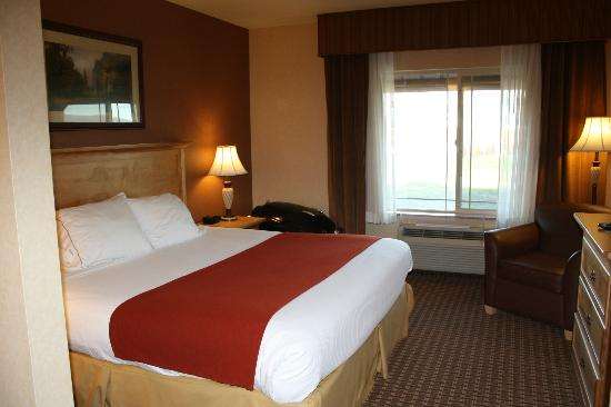 Holiday Inn Express Hotel & Suites Kalispell : comfy bed