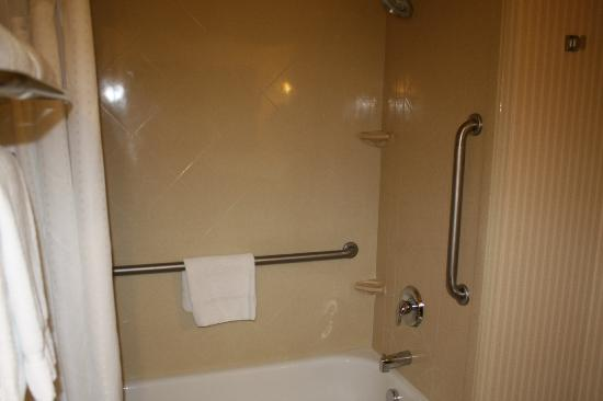 Holiday Inn Express Hotel & Suites Kalispell: Nice tile shower