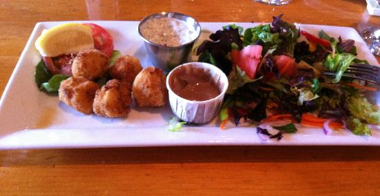 Papa Joe's : lightly fried scallops and a not-so-average salad
