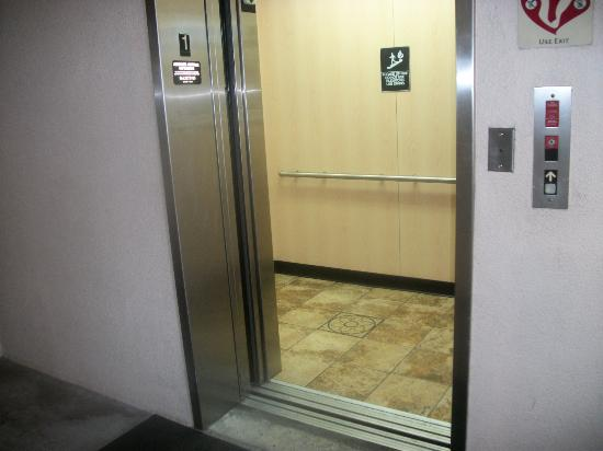 Extended Stay America - Fort Lauderdale - Cypress Creek - Andrews Ave.: Elevator