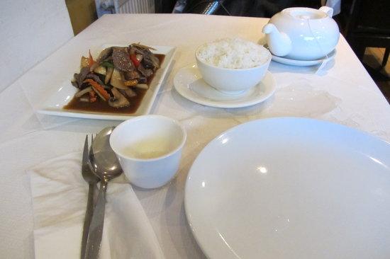 New Thai Garden : Tea, rice and stir-fry beef