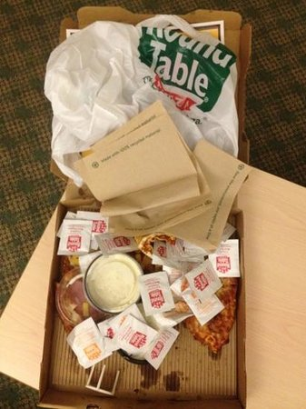 My Thoughts Of My Hr Late Cold Wrong Pizza Picture Of Round Table Pizza Ceres Tripadvisor
