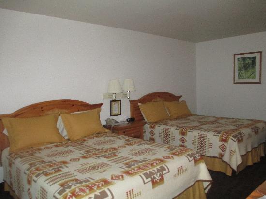 Konkapot Lodge: room