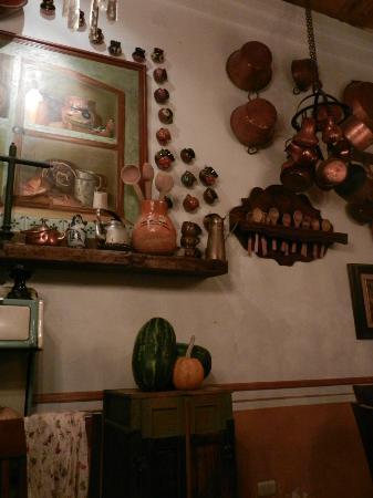 Fonda de la Tia Chona : Al interior encontrarás recuerdos de aquellos tiempos infantiles del chocolate sopeado