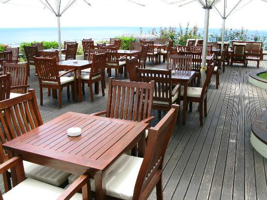 Madeira Regency Cliff: Outdoor Dining Area