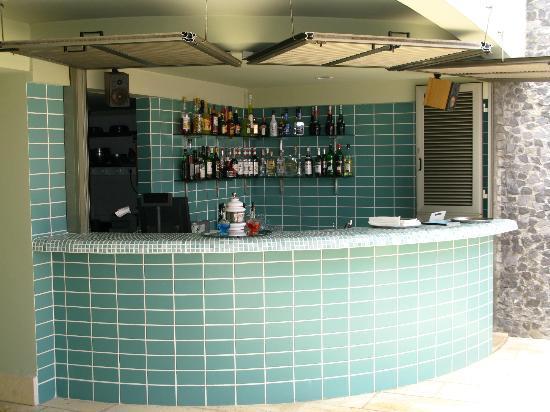 Madeira Regency Cliff: Poolside Bar