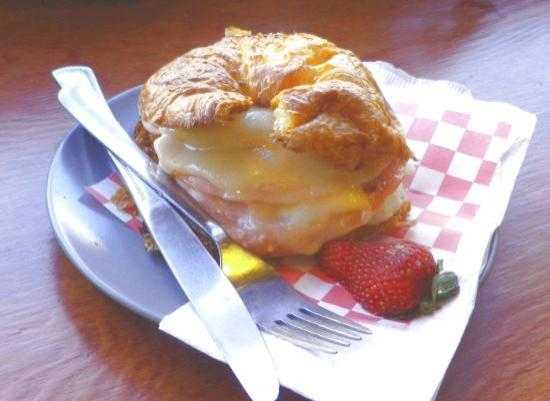 Seaside Coffee House : Ham, egg & cheese croissant