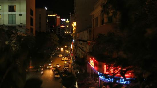 Bong Sen Hotel Saigon: View from the bedroom balcony at night