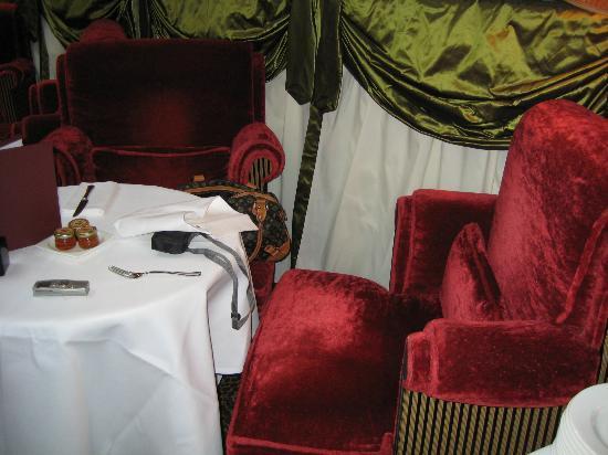 L'Hotel: L' Restaurant
