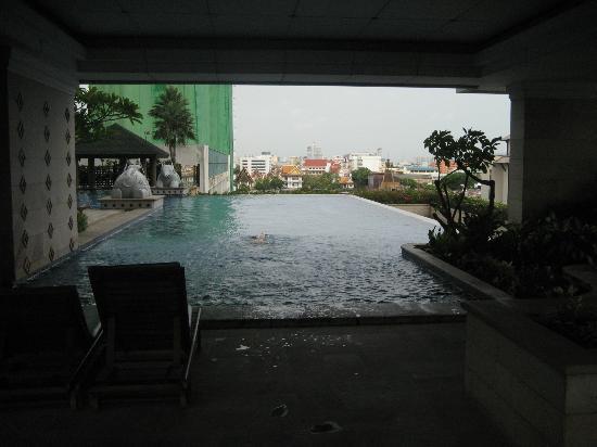 TheRiverSideBangkok Elegant Apartments: Beautiful pool area