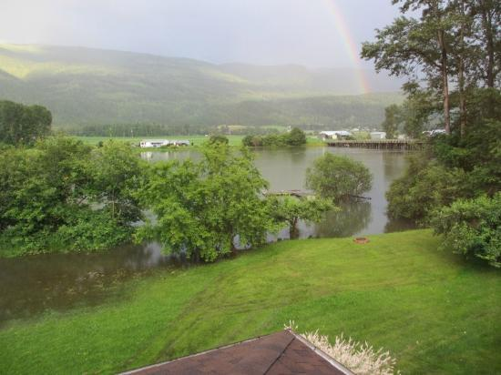 Mara Station on the River B&B: Mara lakes in flood but note the rainbow!