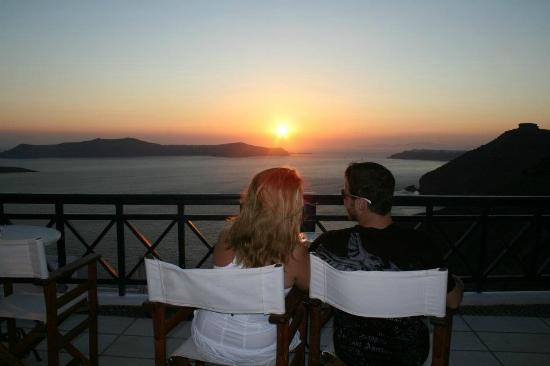 Santorini Reflexions Volcano: Enjoying the sunset from the Hotel's balcony
