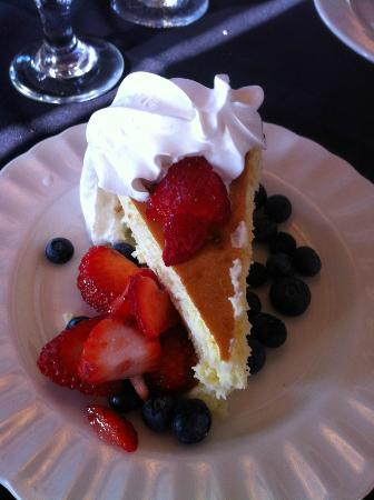 The Collins Inn: Fresh Cheesecake with Berries