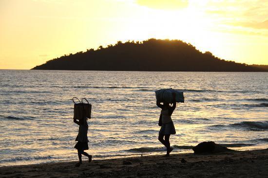 Explora Village: Hawkers returning from the resort nextdoor