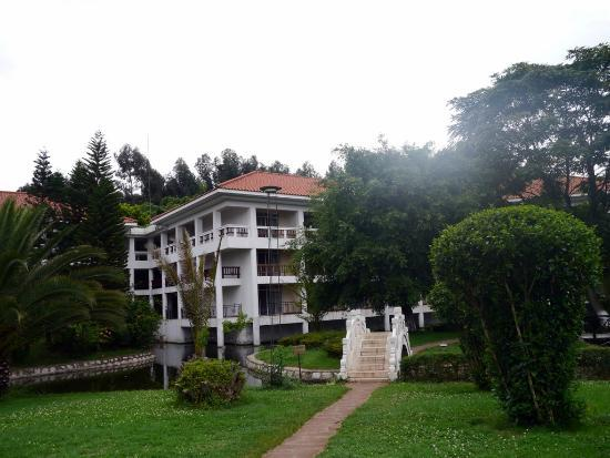 Dianchi Garden Hotel & Spa : My room was the top corner of this wing