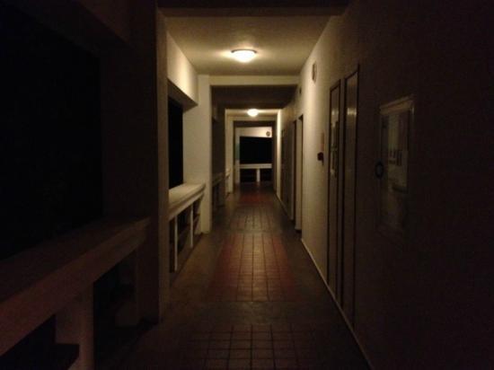 Dianchi Garden Hotel & Spa : Corridor outside my room