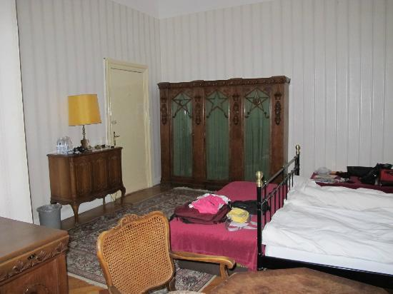 Pension Funk: Room P, double, with W/C and shower, on courtyard side (quiet)